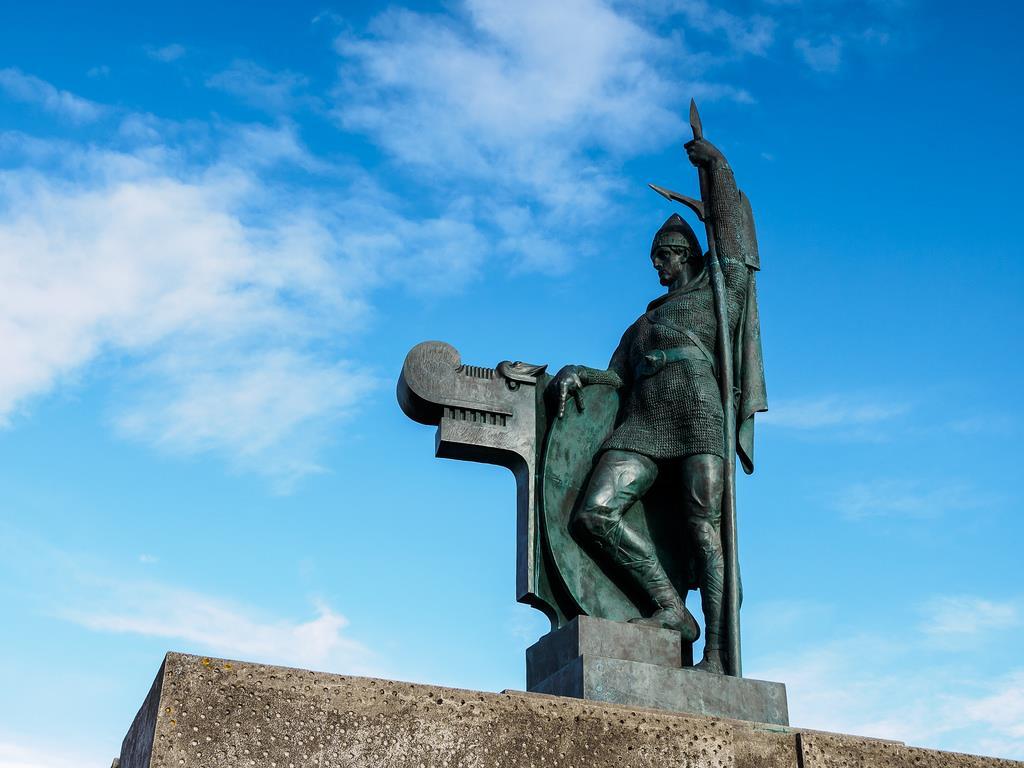 פסל של אינגולפר ארנארסון | חבלי ארץ