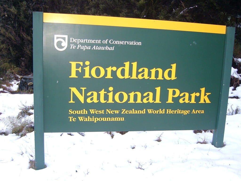 שלט הכניסה לפארק הלאומי פיורדלנד