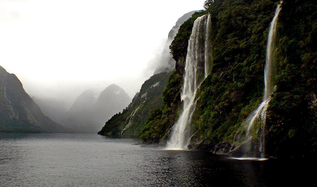 מפלי מים בדאוטפול סאונד, ניו זילנד