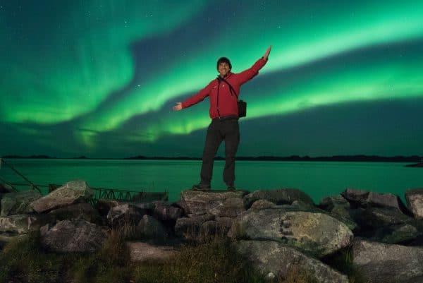 """יוסי בן עמי, מנכ""""ל חבלי ארץ, בתמונה בלתי נשכחת על רקע הזוהר הצפוני בגרינלנד"""