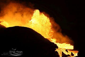 יוסי בן עמי מבקר באתר ההתפרצות של הר הגעש פאגראדלספיאטל