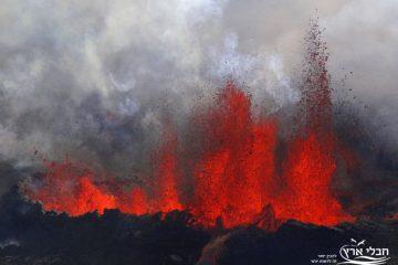 """לידתו של """"הר האש"""" באיי ווסטמן, איסלנד"""